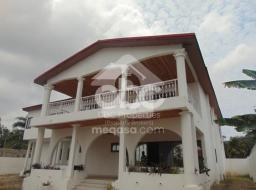 8 bedroom house for rent at Tesano