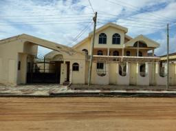 8 bedroom house for rent at Tema community12
