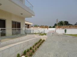 3 bedroom townhouse for rent at Airport West