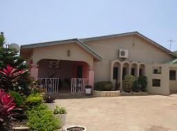 5 bedroom house for rent at Baatsonaa