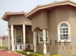 6 bedroom house for rent at Trasacco