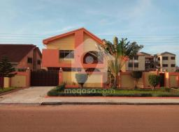 6 bedroom house for sale at Accra