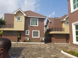 3 bedroom townhouse for rent at east airport