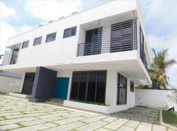 3 bedroom townhouse for rent at La Road