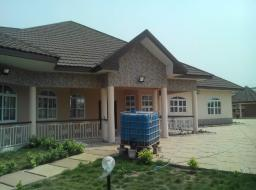 4 bedroom house for sale at Accra Ghana Tema community 25