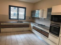5 bedroom townhouse for rent at Dzorwulu