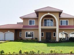 5 bedroom house for sale at 30 minutes' drive from the Accra Shoppin